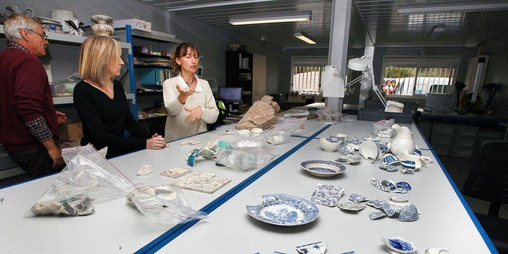 de-la-vaisselle-du-xixe-siecle-le-centre-d-archeologie_4181953_1000x500